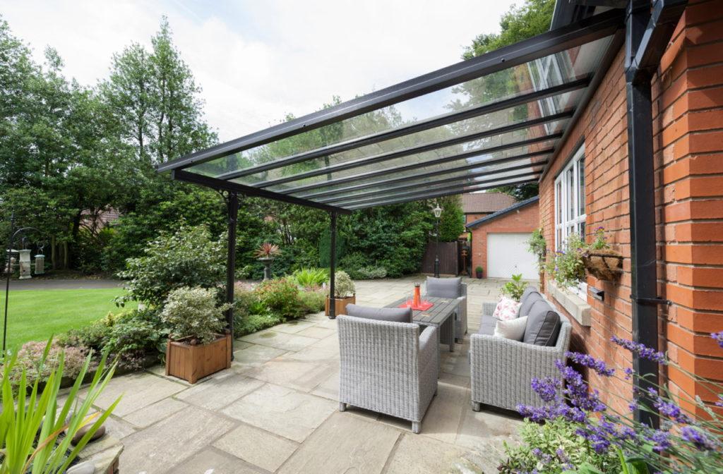 verandat lyon 1024x672 - Profitez plus longtemps de votre terrasse  grâce à une véranda