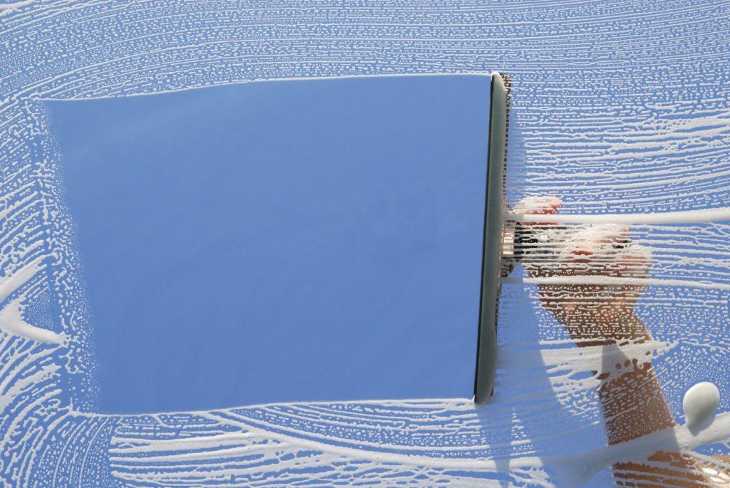 window cleaner 1024x685 - Comment nettoyer ses fenêtres pvc ?