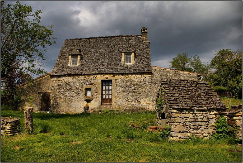 maison ancienne 1024x686 - QUELLES FENÊTRES CHOISIR POUR UNE MAISON ANCIENNE?