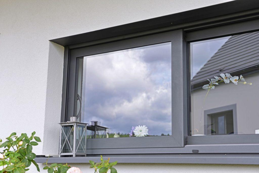 Fenetre ALU 1024x683 - Menuiseries PVC ou aluminium : comment choisir ?