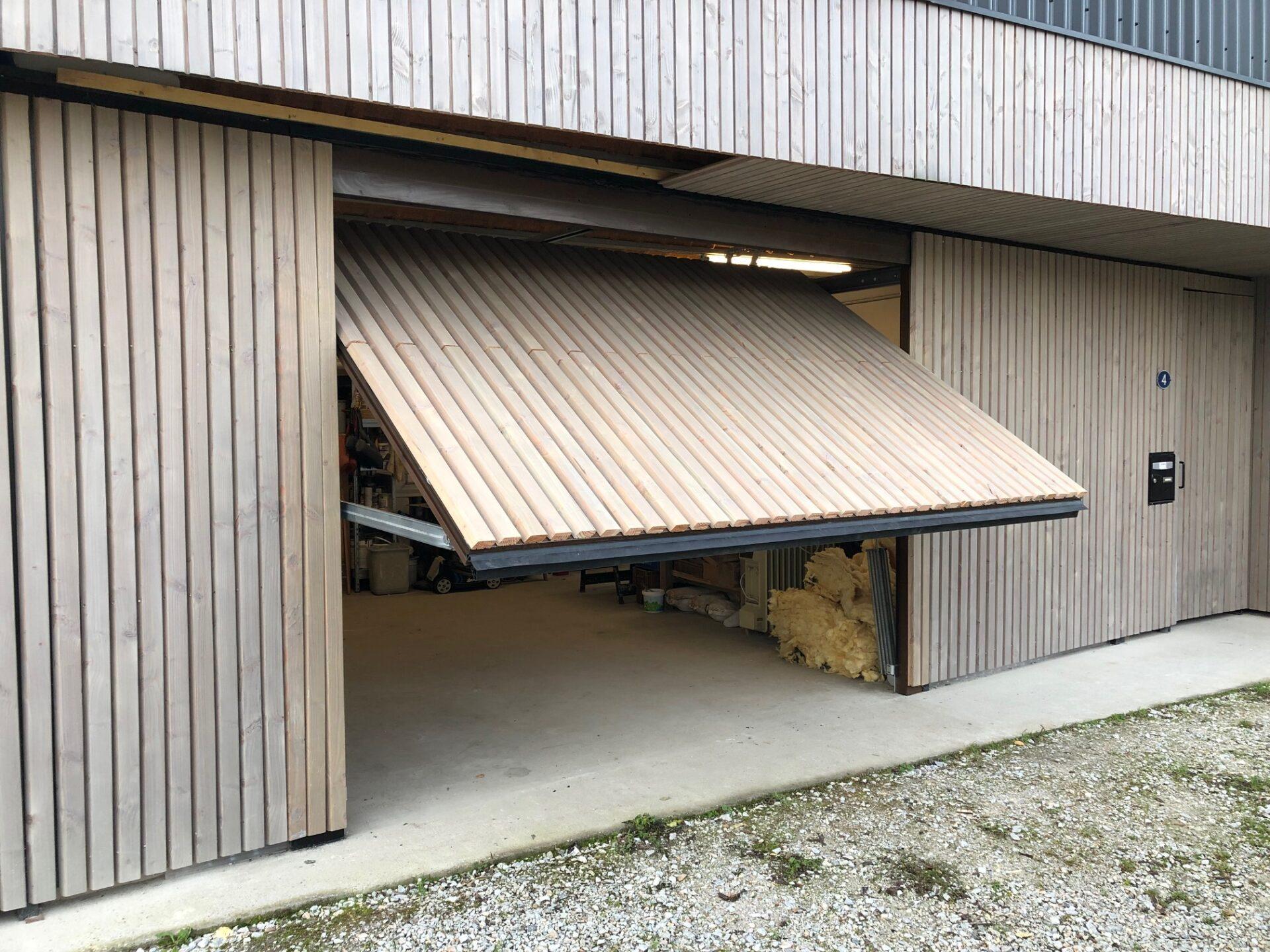 porte de garage basculante fenetres tendances toulouse - Portes de garage basculantes