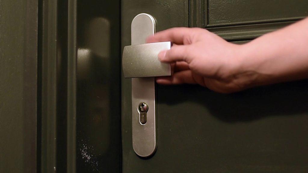 maxresdefault 1024x576 - Quel type de pose choisir pour sa porte blindée ?