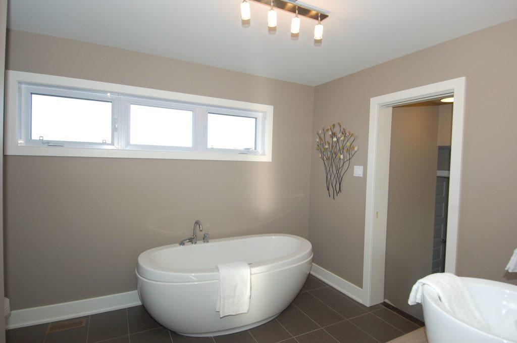 fenetre 1024x679 - Quelle fenêtre choisir pour la salle de bain ?