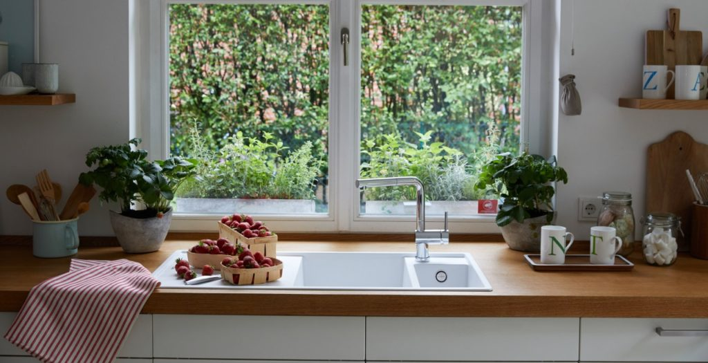 1 2 1024x525 - Quelle fenêtre choisir pour la cuisine ?